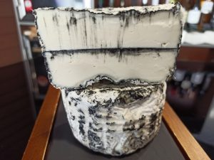 Pasta láctica de oveja con carbón