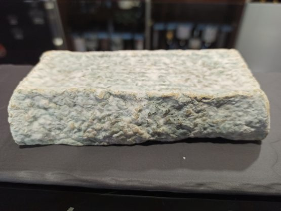 Queso madurado de cabra con penicillium roqueforti